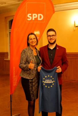 Juso-Vorsitzender Yannis Bermig und Babette Winter sind zwei Kämpfer für die europäische Idee.
